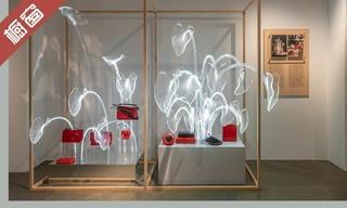 【櫥窗陳列】Loewe 在馬德里展示七個十年的櫥窗 & 「上下」巴黎零售空間櫥窗一展新容